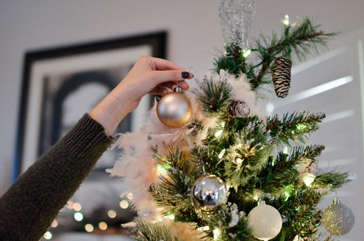 christmas tree decorating tips to help you decorate your chirstmas tree easily