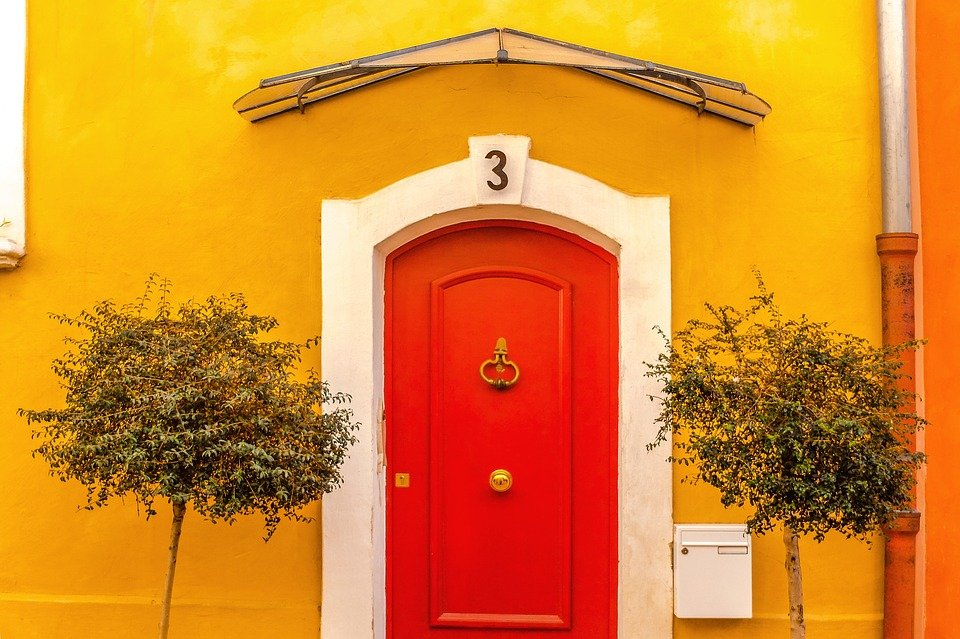 Original Ways To Decorate Your Front Door For A Great Impact