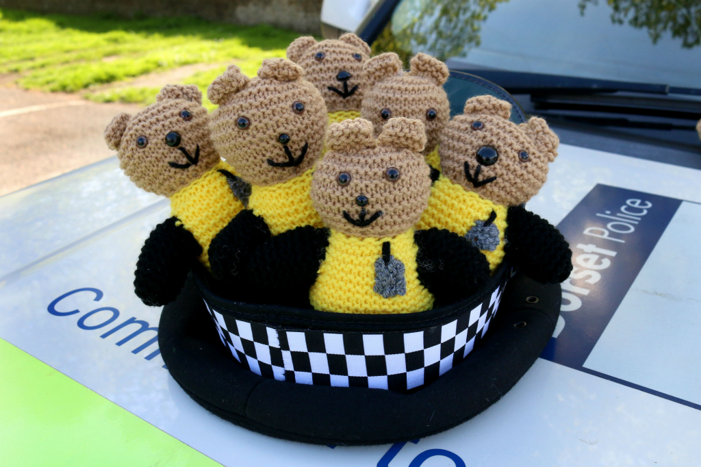 knit a buddy bobby teddy for dorset police to support children in distress
