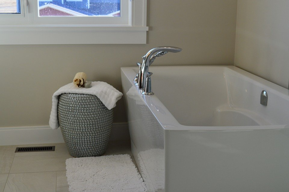 4 tips to make your small bathroom look good