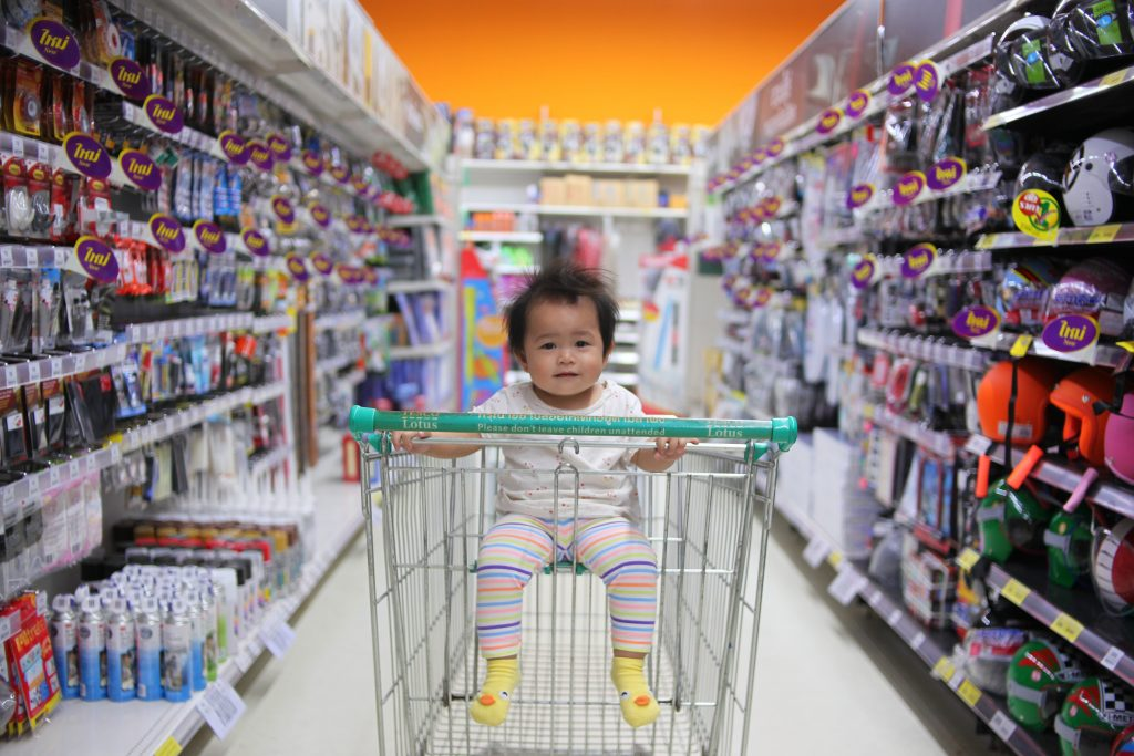 How to make shopping with kids a fun activity